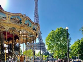 エミリー、パリへ行く 最後のインスタ/ エッフェル塔の回転木馬