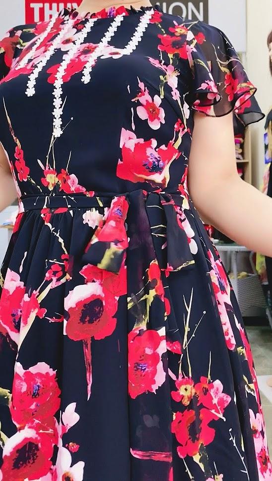 Váy xòe vải hoa màu đỏ đen mặc dạo phố thời trang thủy hải phòng 3