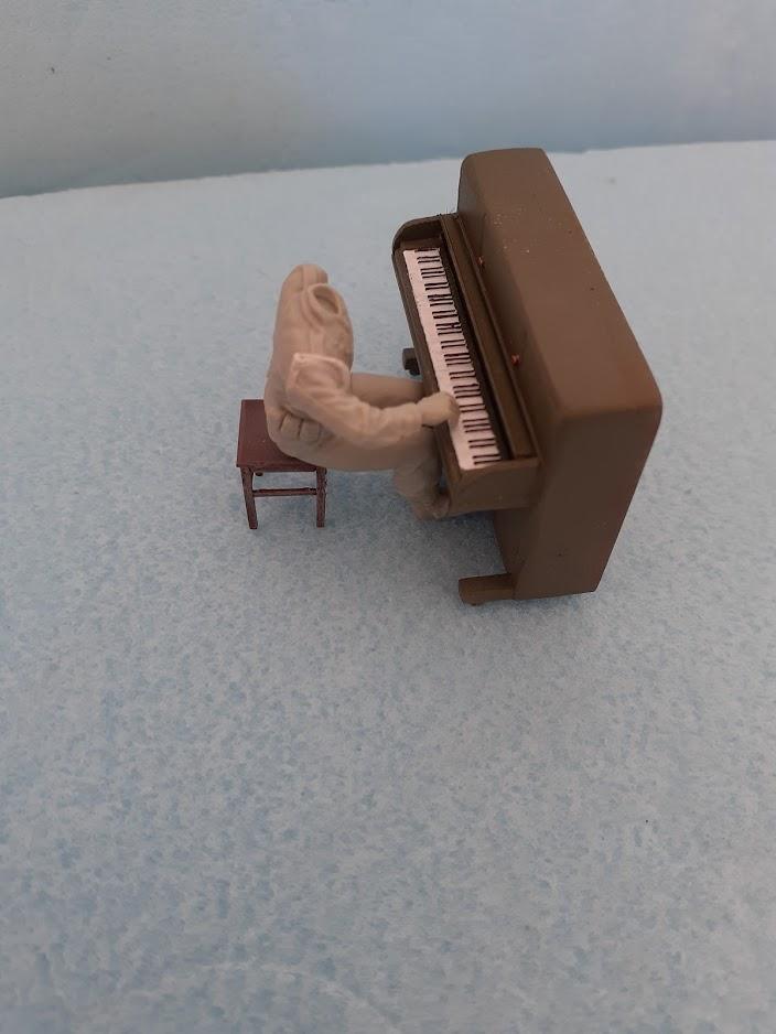 Piano Set Miniart ACtC-3fvzEB6FVDrO1RbqiumPmVdIvetqecMC1sNCC_SppvXGDhng2NR-dU-Dnxa9ktqcSy3HUAuH0YfpsXxYEBrH27SnBsDZ9KN3RFmOkzo1P6kvJeTLNkLfc5Z5bttqYiEenWwIjms1J-v79-z2rTw_QYYrw=w704-h938-no?authuser=0