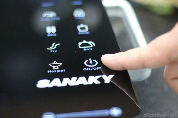 bếp hồng ngoại Sanaky AT - 2524HGN sử dụng bảng điều khiển cảm ứng