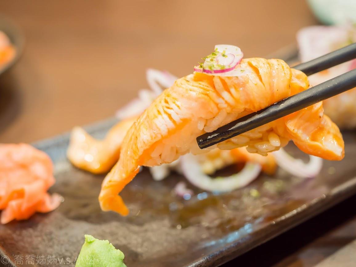 【花蓮】瑞穗火車站美食。竹村日式料理。平價好吃的壽司。新鮮生魚片。定食丼飯。炙燒鮭魚肚握壽司推薦必點