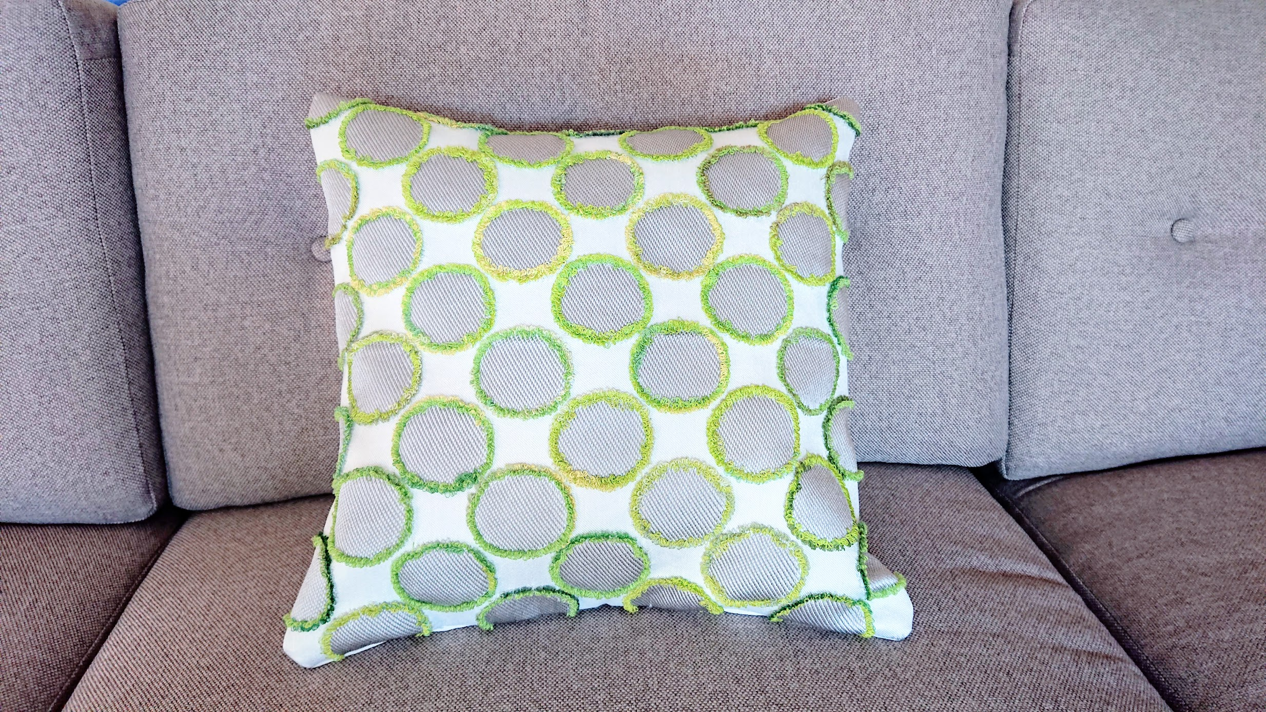 Textured Dot Pillowcase - Reimagine Project | Fafafoom Studio
