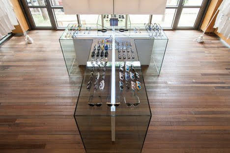 tủ trưng bày kính