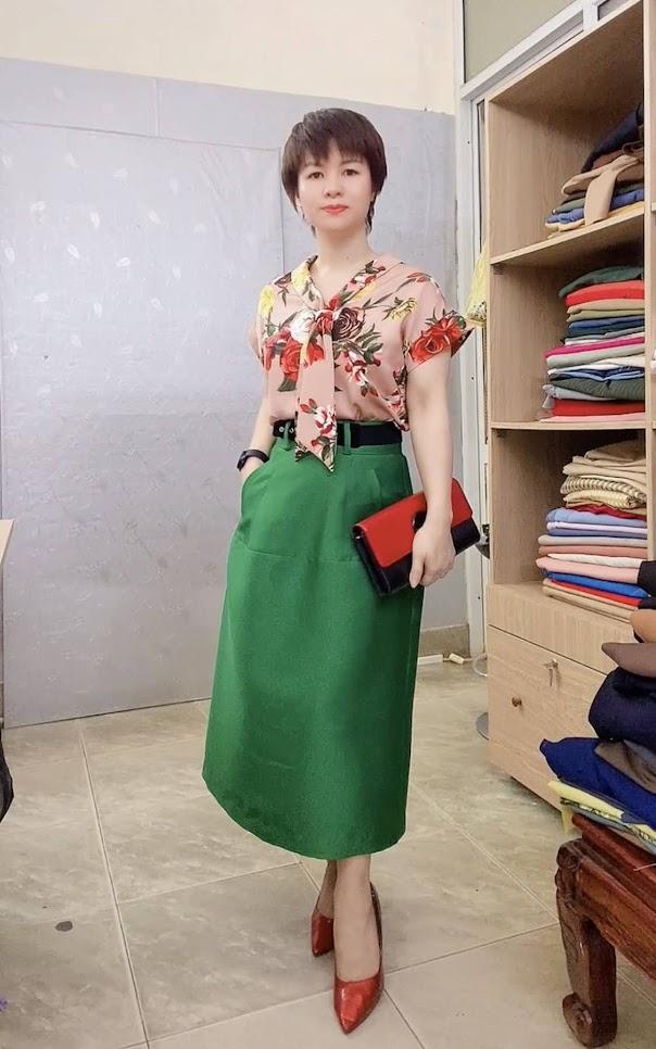 áo sơ mi nữ tay hếch và chân váy xòe vải taffta thời trang thủy cát bà