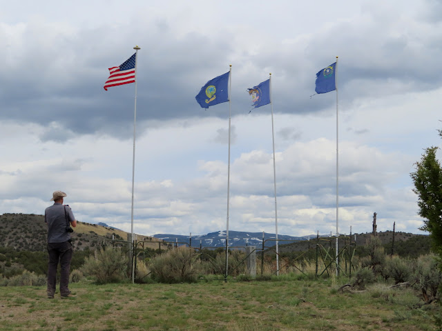 Four flags at the tri-state corner