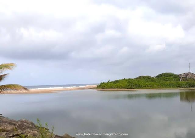 El estero de Manglaralto, un lugar para realizar deportes acuaticos Santa Elena Ecuador
