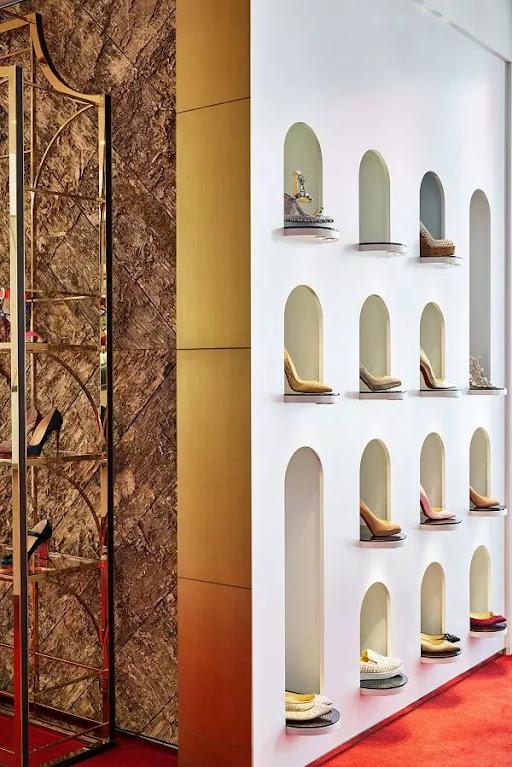 kệ trưng bày giày âm tường