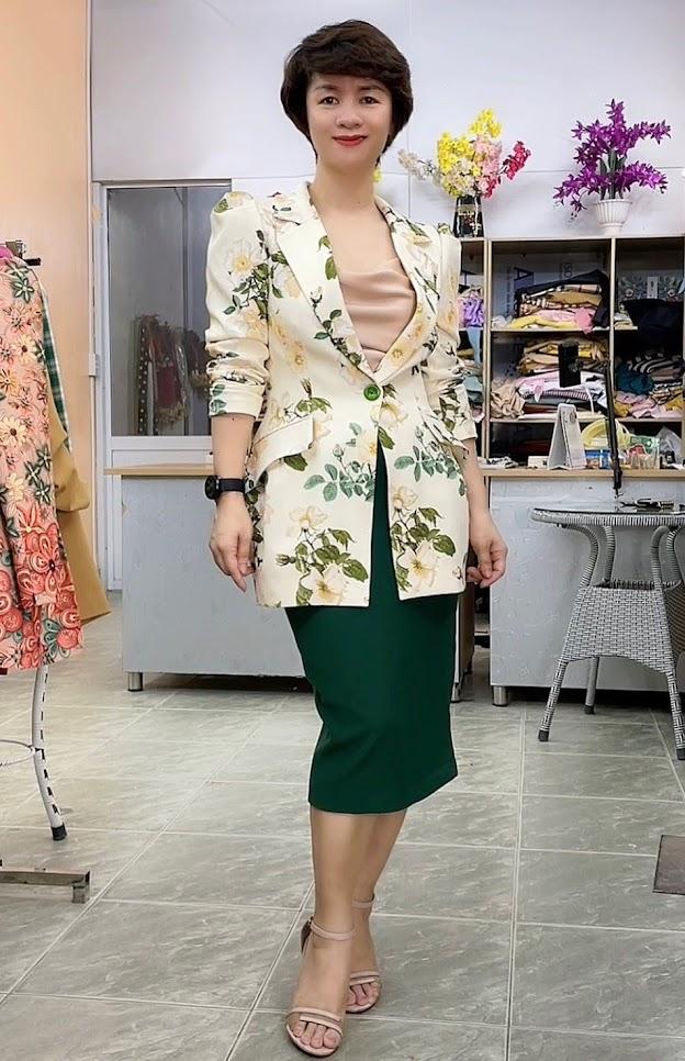 áo vest nữ hoa hồng phối đồ váy bút chì công sở thời trang thủy quảng ninh