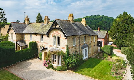 Stand-out Sarn property