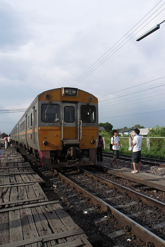 2007092020 - Ayutthaya Railway Station