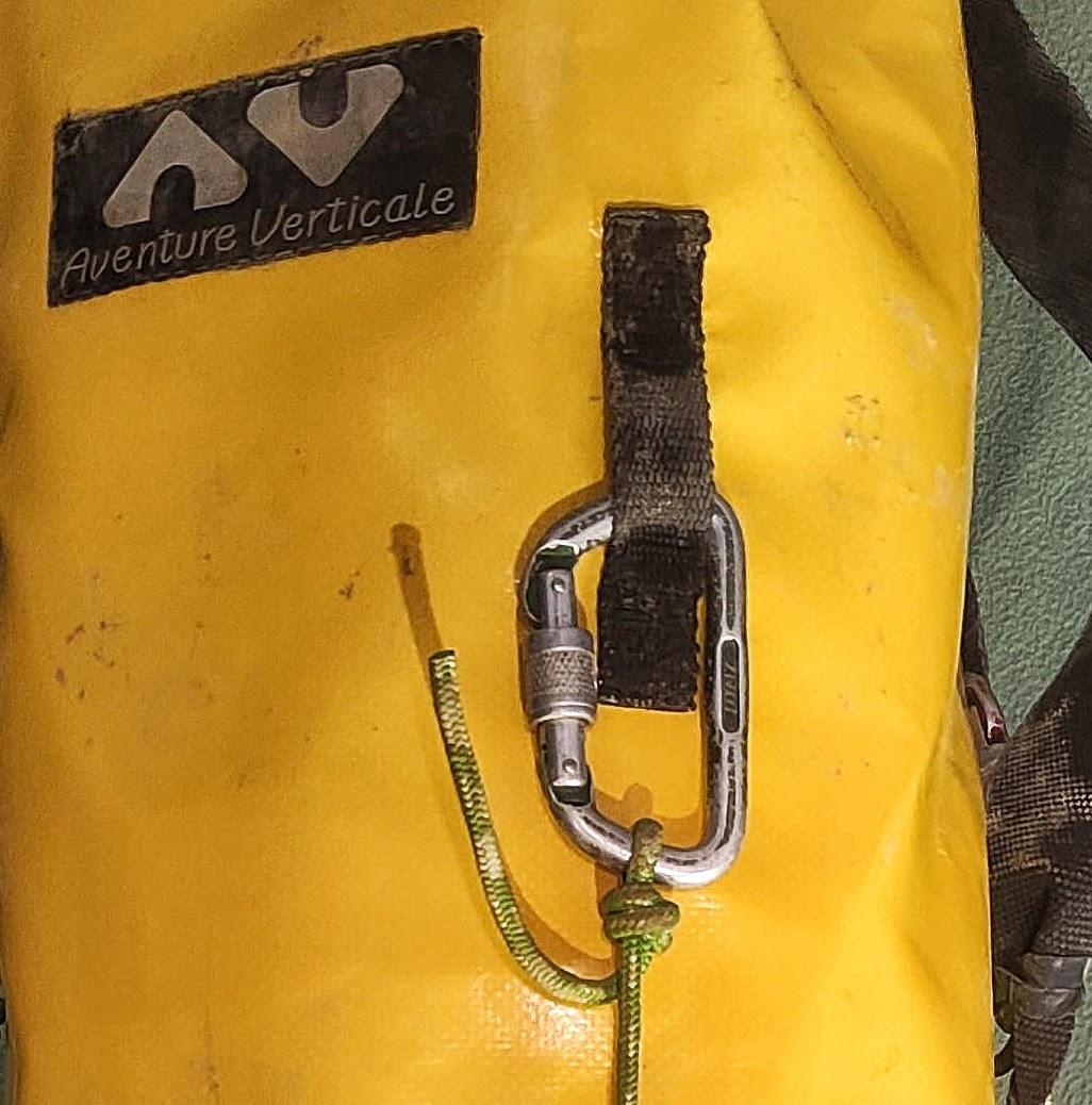Une des 4 attaches cousues sur le kit