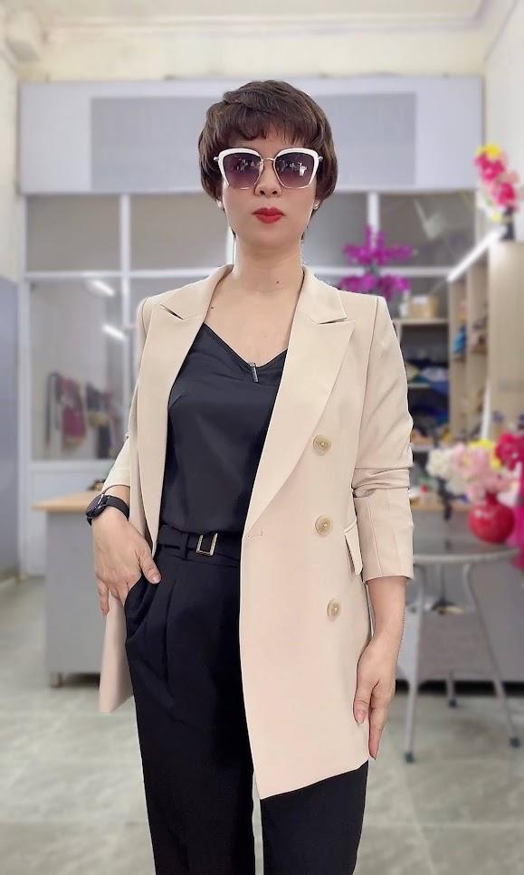 áo vest nữ dáng dài màu be mặc đẹp thời trang thủy sài gòn