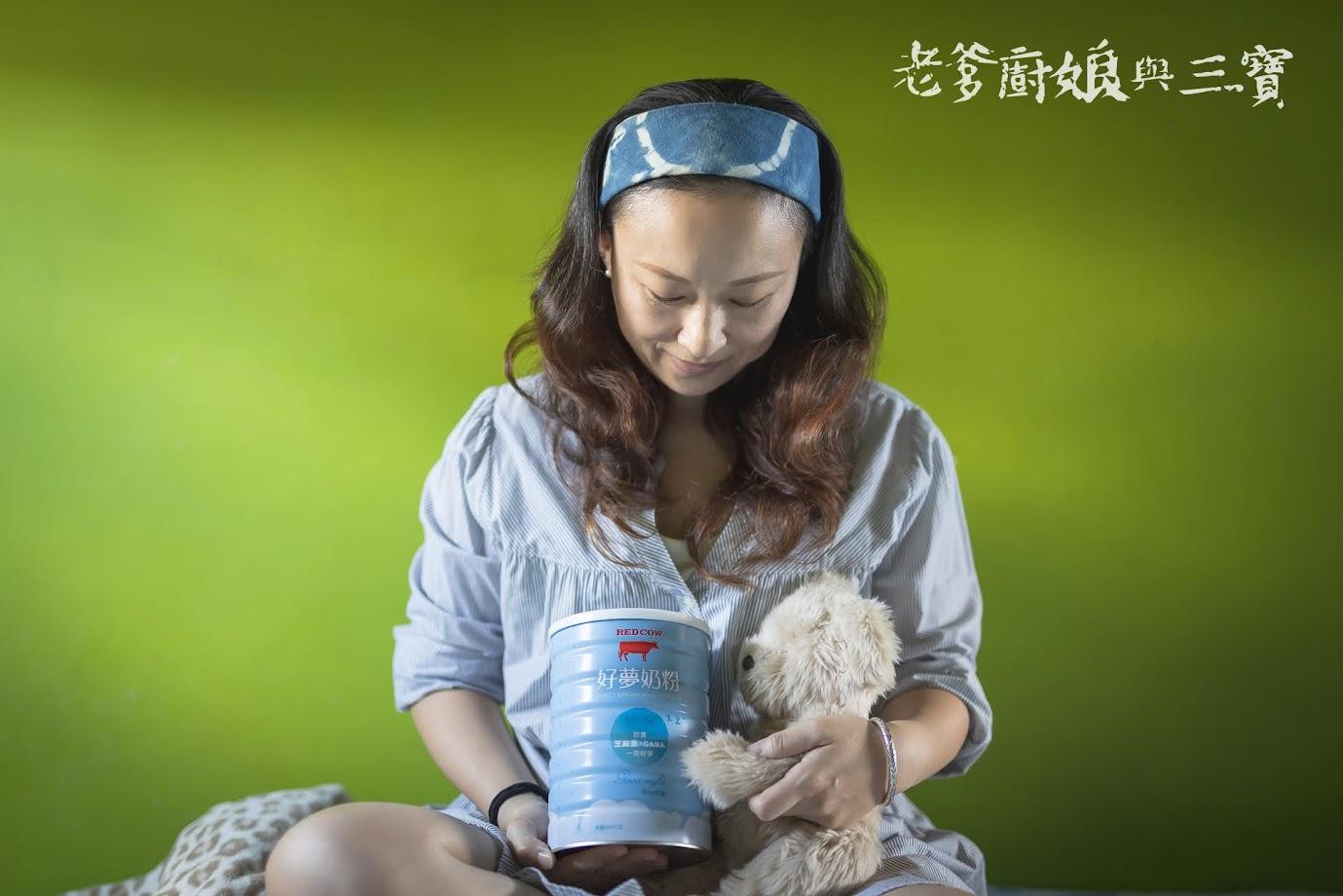 睡前來一杯「紅牛好夢奶粉」,幫助一夜好眠到天亮,內含珍貴芝麻素&GABA玄米萃取物,強化高鈣睡前奶粉推薦首選!