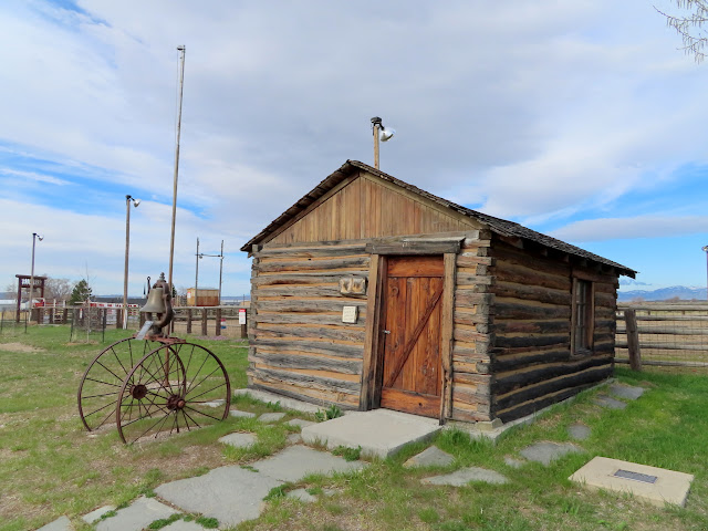 Cabin in Park Valley