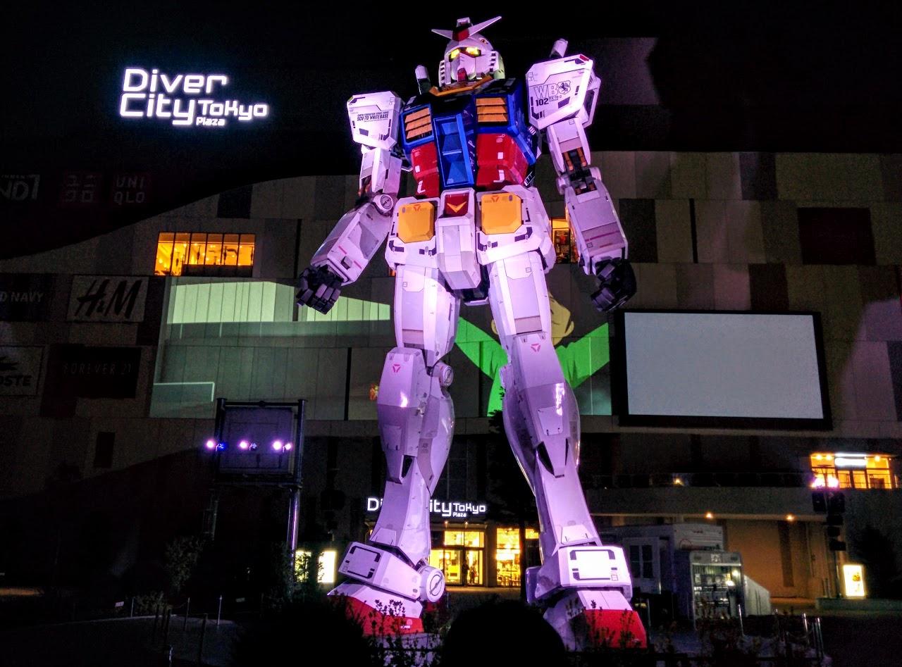 Estatua de Gundam en Odaiba