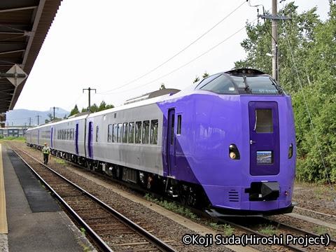 JR北海道 261系ラベンダー編成「フラノラベンダーエクスプレス」 富良野にて_01