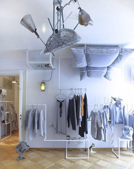 thiết kế shop quần áo lộn ngược