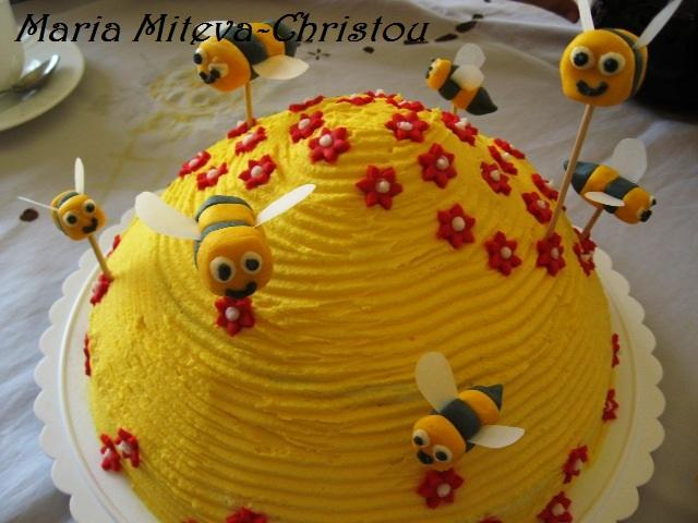 торта с Лесни пчелички от фондан