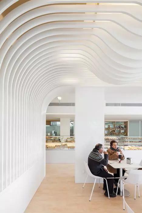 thiết kế trần nhà