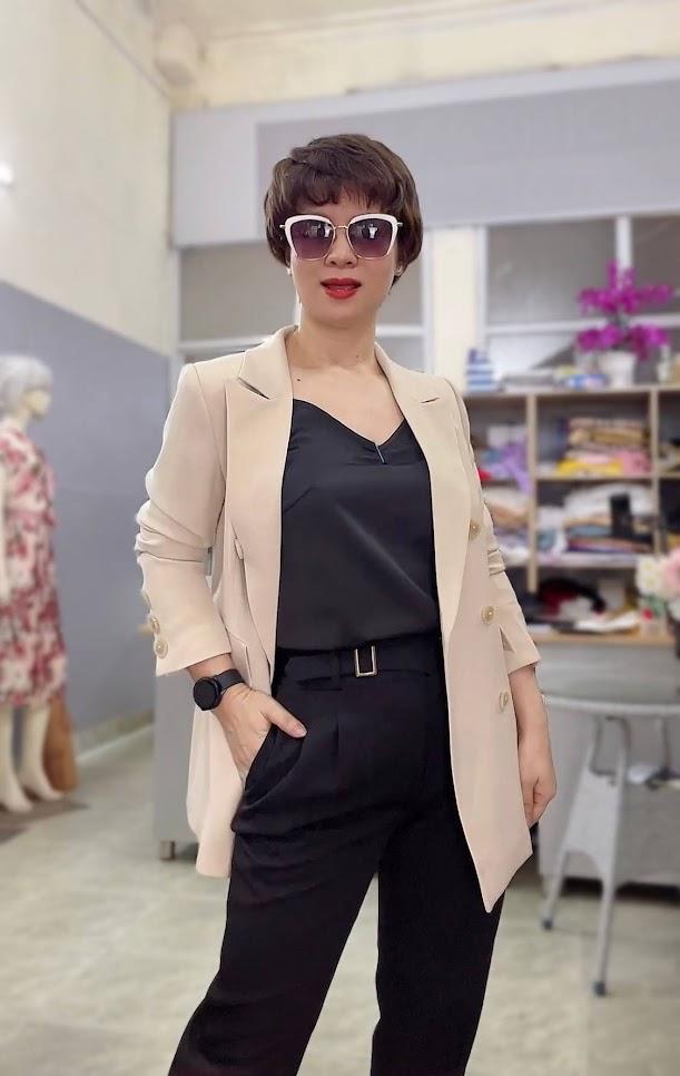 áo vest nữ dáng dài màu be mặc đẹp thời trang thủy thái bình