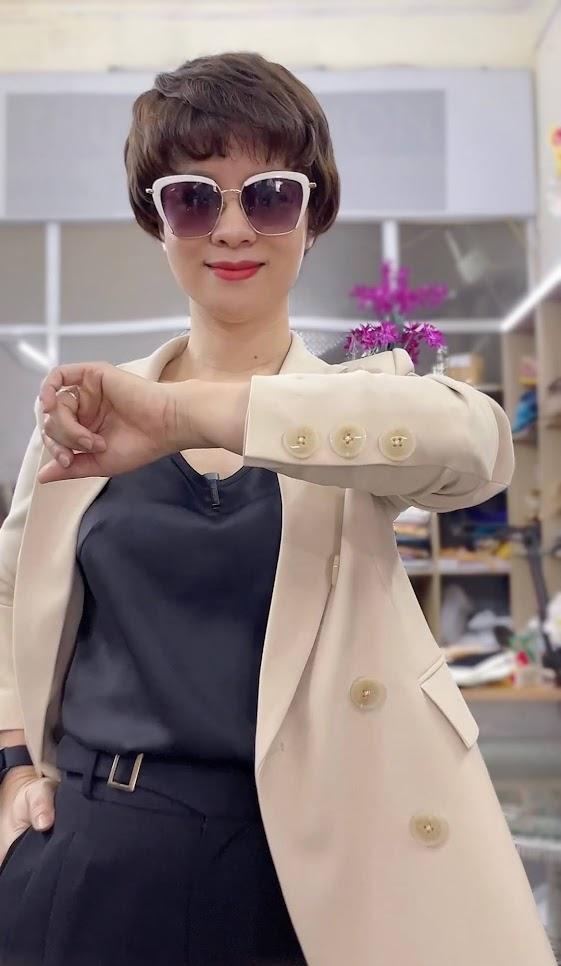 áo vest nữ dáng dài màu be mặc đẹp thời trang thủy kiến án