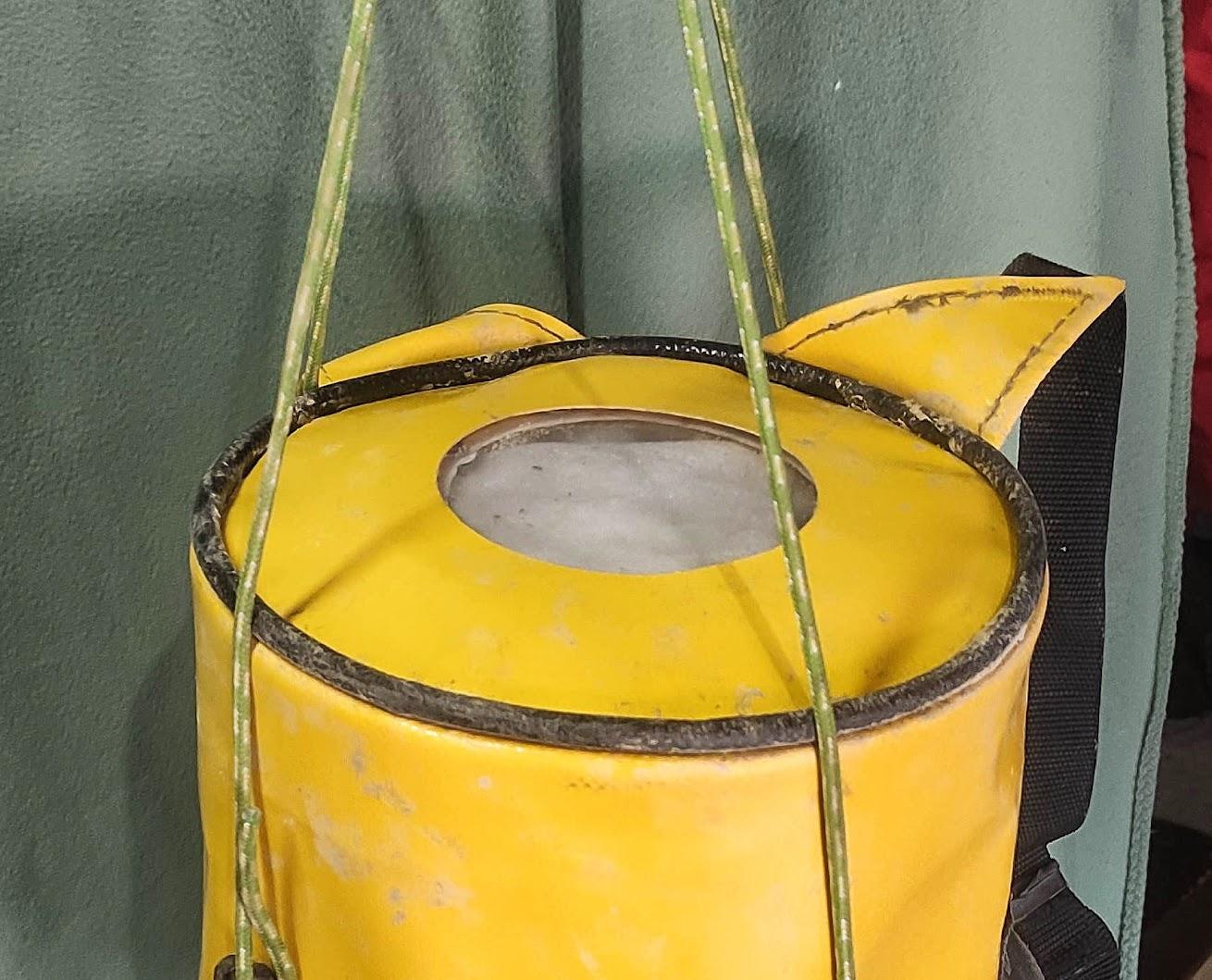 Le fond du kit avec son ouverture de 10cm de diamètre.