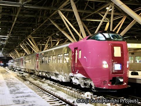 JR北海道 261系多目的仕様「はまなす編成」 旭川にて
