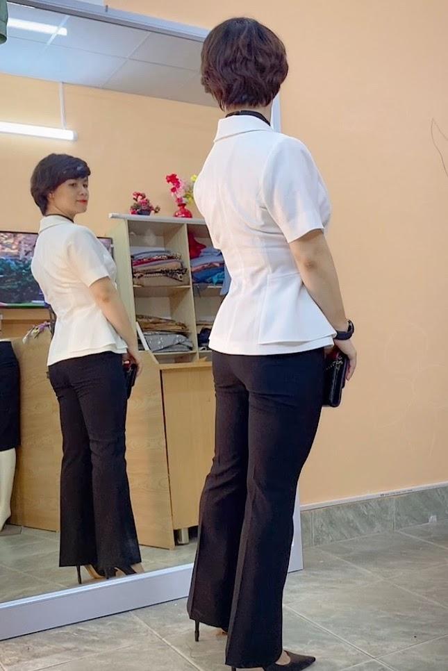 áo peplum che bụng phối đồ công sở quần ống vẩy mặc đẹp thời trang thủy