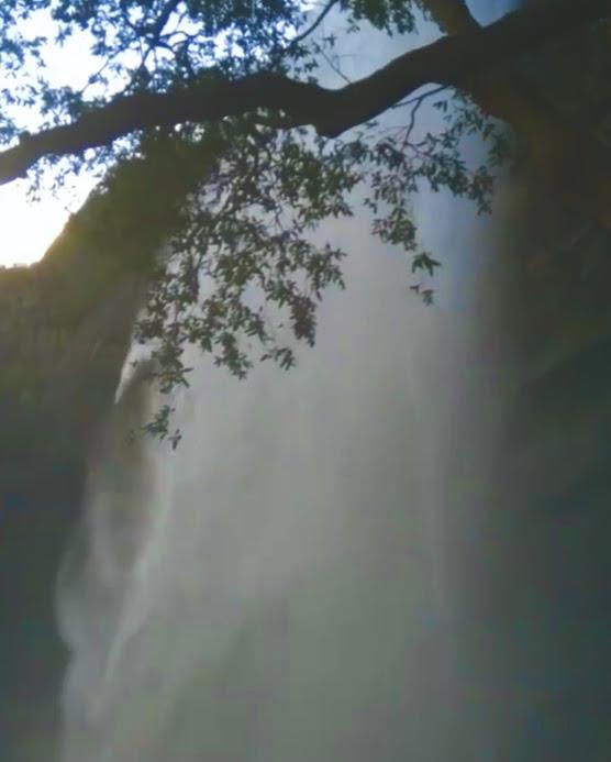 Diyavini Ella Falls