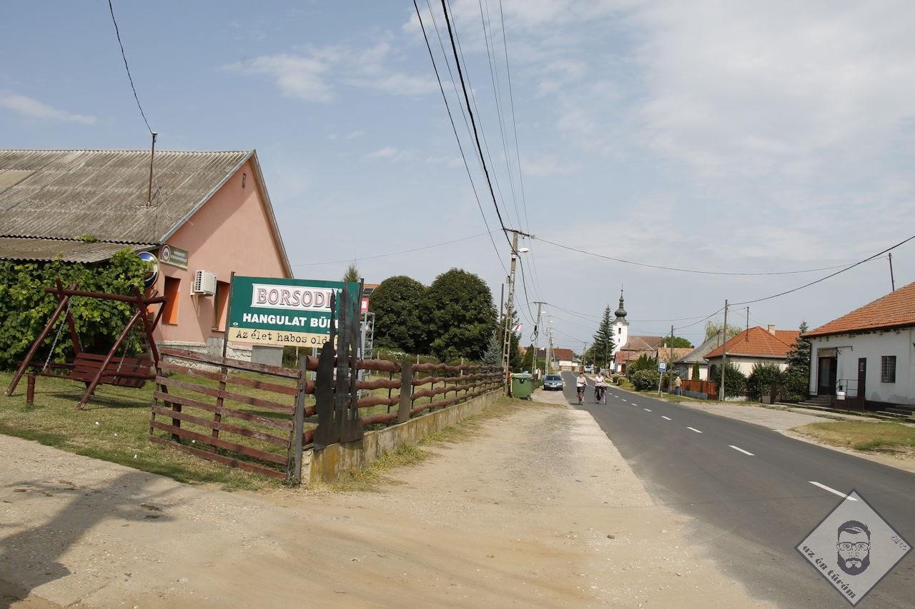KÉP / Nyírderzsi utcakép