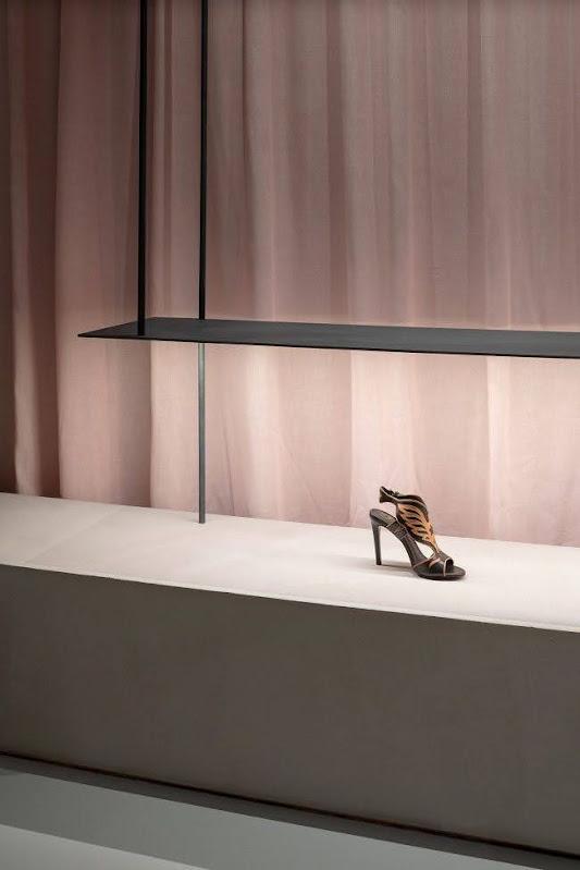 giá kệ trưng bày giày