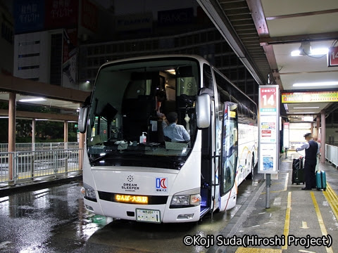 関東バス「ドリームスリーパー東京大阪号」 ・・・1 新宿駅西口14番のりば改札中