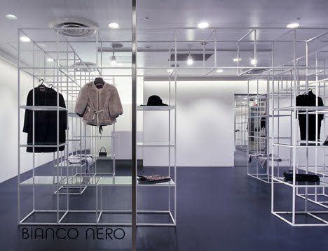 giá treo quần áo cửa hàng