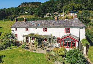 Delightful cottage for sale