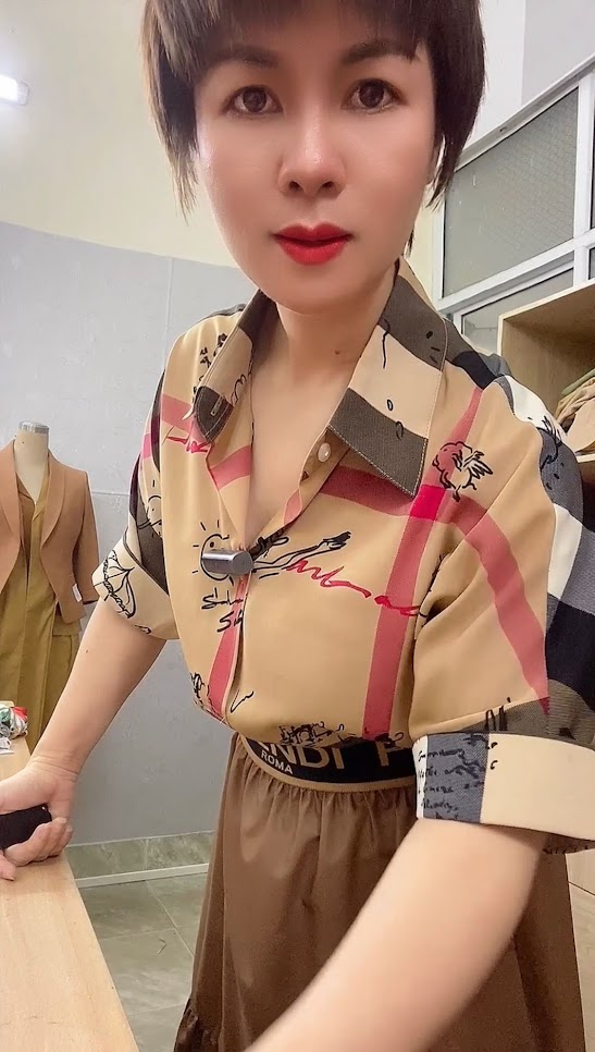 áo sơ mi nữ công sở phối đồ chân váy xòe midi thời trang thủy hải phòng 3