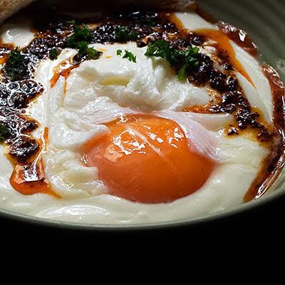 Turkish Eggs | Turkish Çılbır