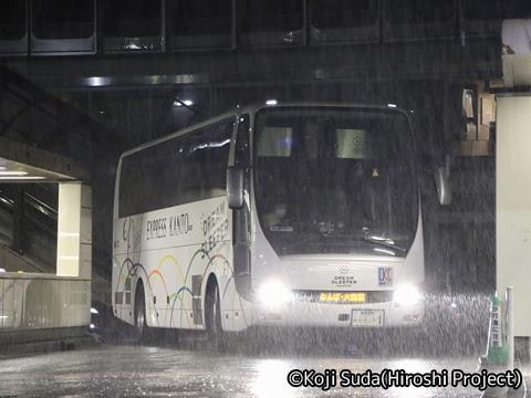 関東バス「ドリームスリーパー東京大阪号」 ・・・1 新宿駅西口14番のりばにて_01