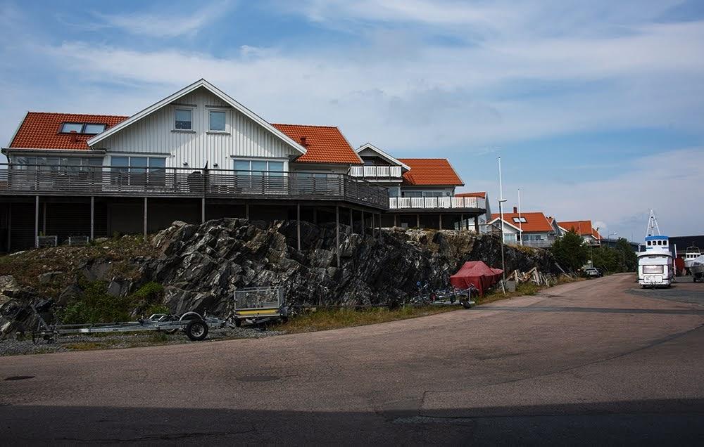 1. Скалы и валуны - привычная и органичная часть городского и деревенского ландшафта.