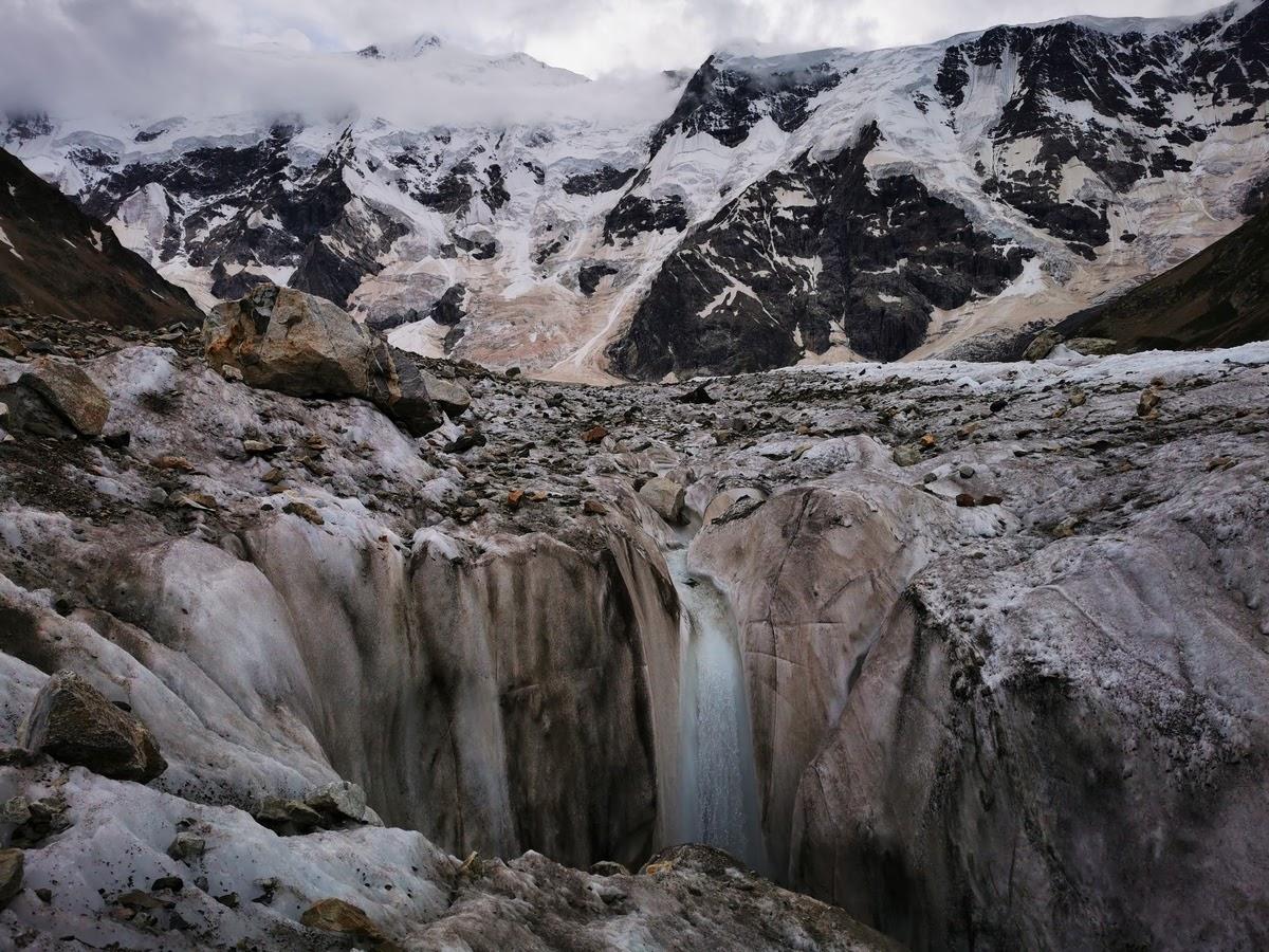 Много хайкинга в горах Кавказа (Безенги, Домбай, Приэльбрусье, Чегем, Северная Осетия, Верхняя Балкария)