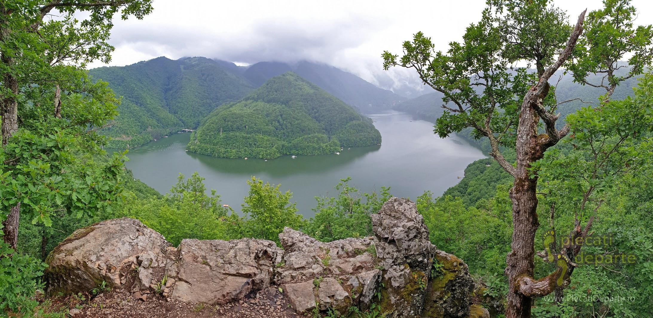 Piatra lui Dan la Lacul Tarnita. obiective turistice cluj, imprejurimi cluj, obiective cluj, obiective judetul cluj, atractii cluj,