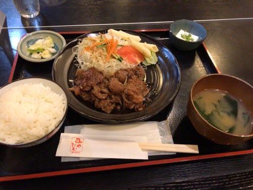 川崎の和風肉料理「みやだい倶楽部」で牛焼肉定食を食べた。