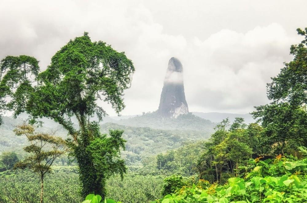Pico Cão Grande: A torre vulcânica elevada