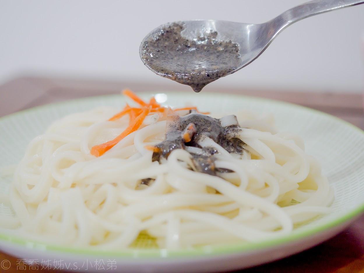 黑芝麻麻醬麵
