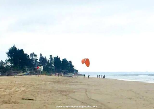 Manglaralto deporte belleza y encanto en la playa Hotel Chacon Manglaralto Prov. Santa Elena Ecuador