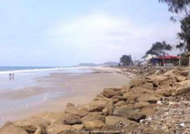 Playa de Manglaralto a dos cuadras del Hotel
