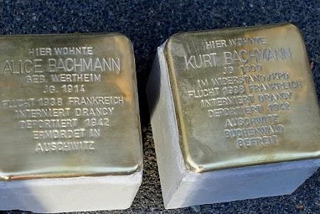 Die Stolpersteine für Alice und Kurt Bachmann vor der Verlegung.