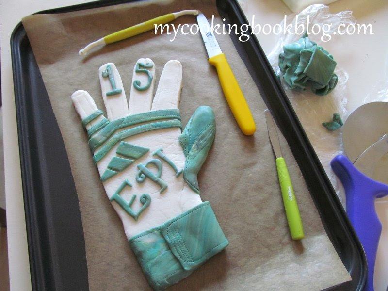 Торта с вратарска ръкавица