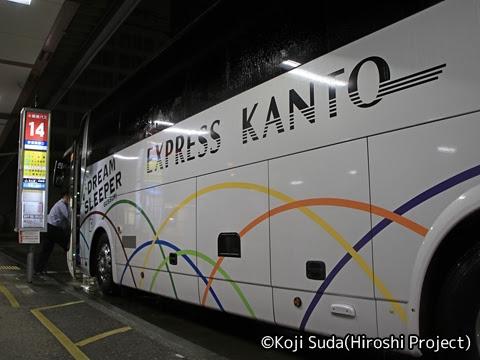 関東バス「ドリームスリーパー東京大阪号」 ・・・1 新宿駅西口14番のりばにて_02
