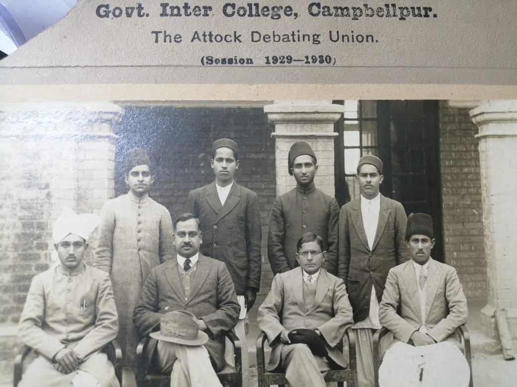 علامہ قاضی انوار الحقؒ کی زمانہ طالب علمی  کی تصویر گورنمنٹ کالج کیمبل پور