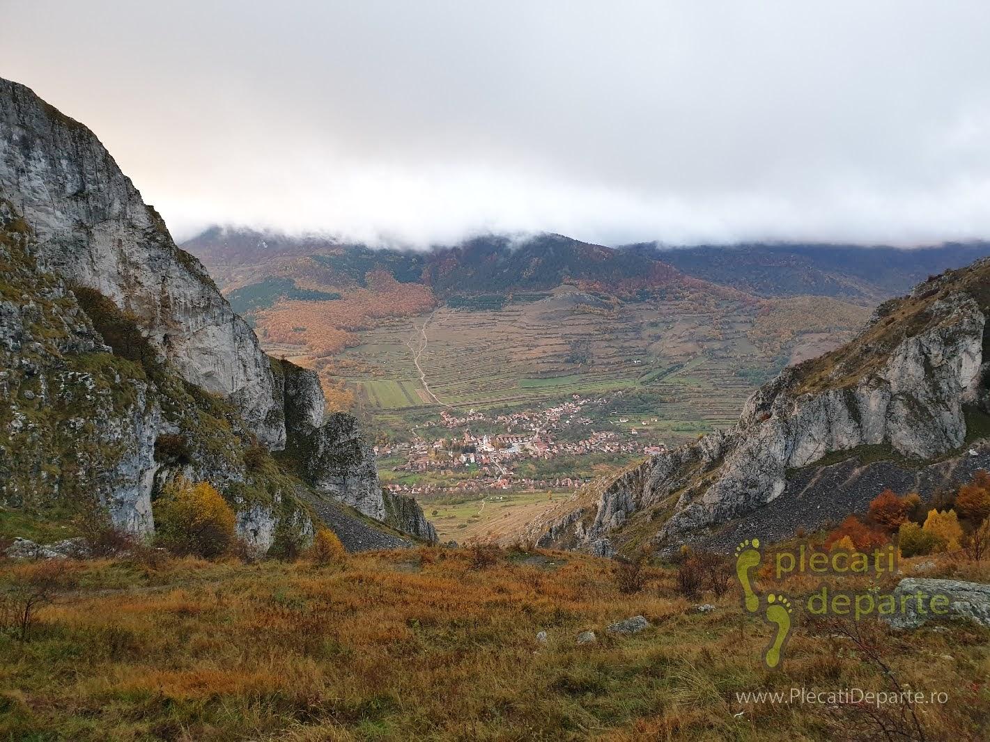 Satul Rimetea toamna, vazut de pe Piatra Seciuluiu, Coltii Trascaului. obiective turistice cluj, imprejurimi cluj, obiective cluj,